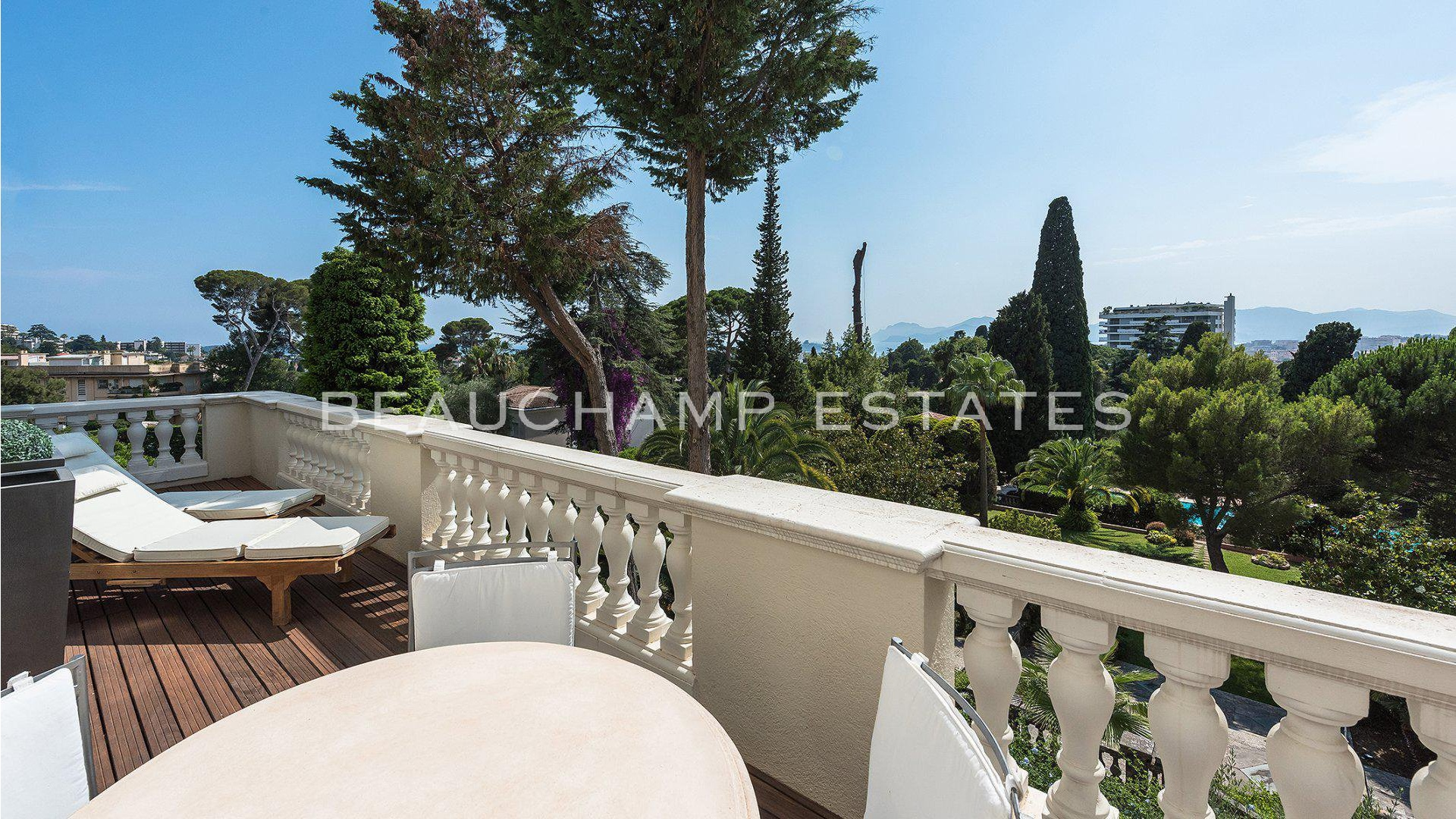 Beautiful Bourgeois style Apartment with terrace Cannes