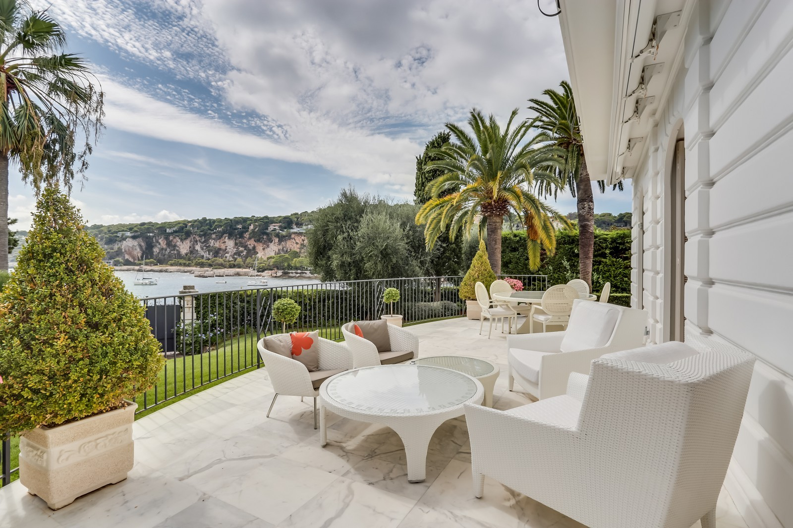 SAINT JEAN CAP FERRAT - Exclusive waterfront property with private access to the beach and amazing see view
