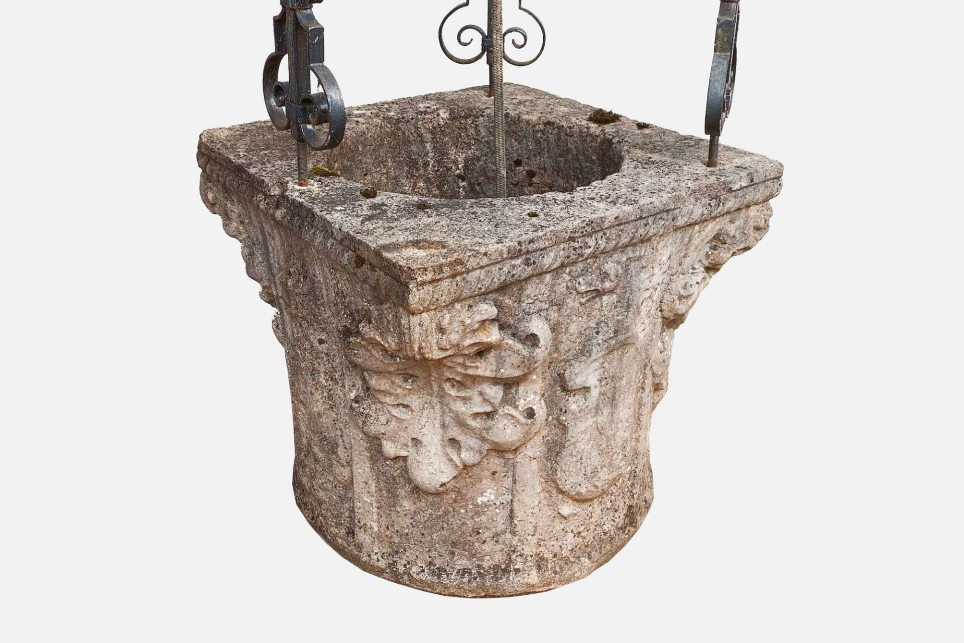 9687 – 17th Century Italian Stone Wellhead