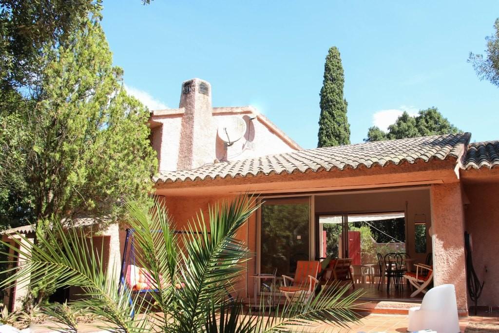 In the prestigious Domaine de Cala Rossa, villa for sale of 150sq.m on 1582sq.m plot of land.