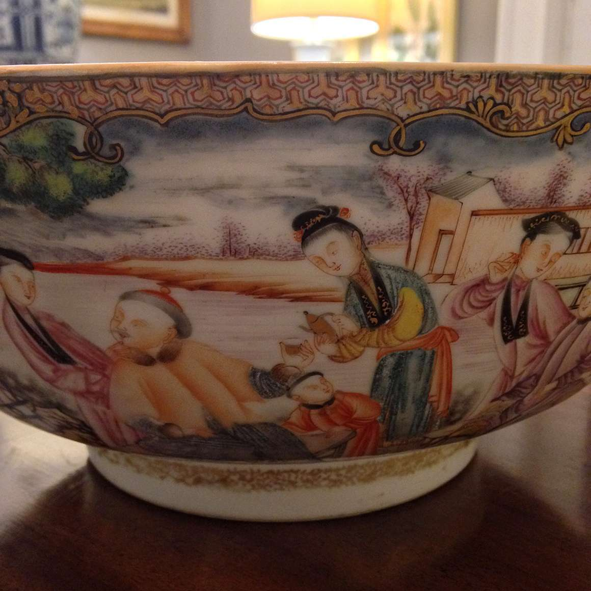 3024 – Chinese Export Xianfeng Famille Rose Medallion Porcelain Bowl