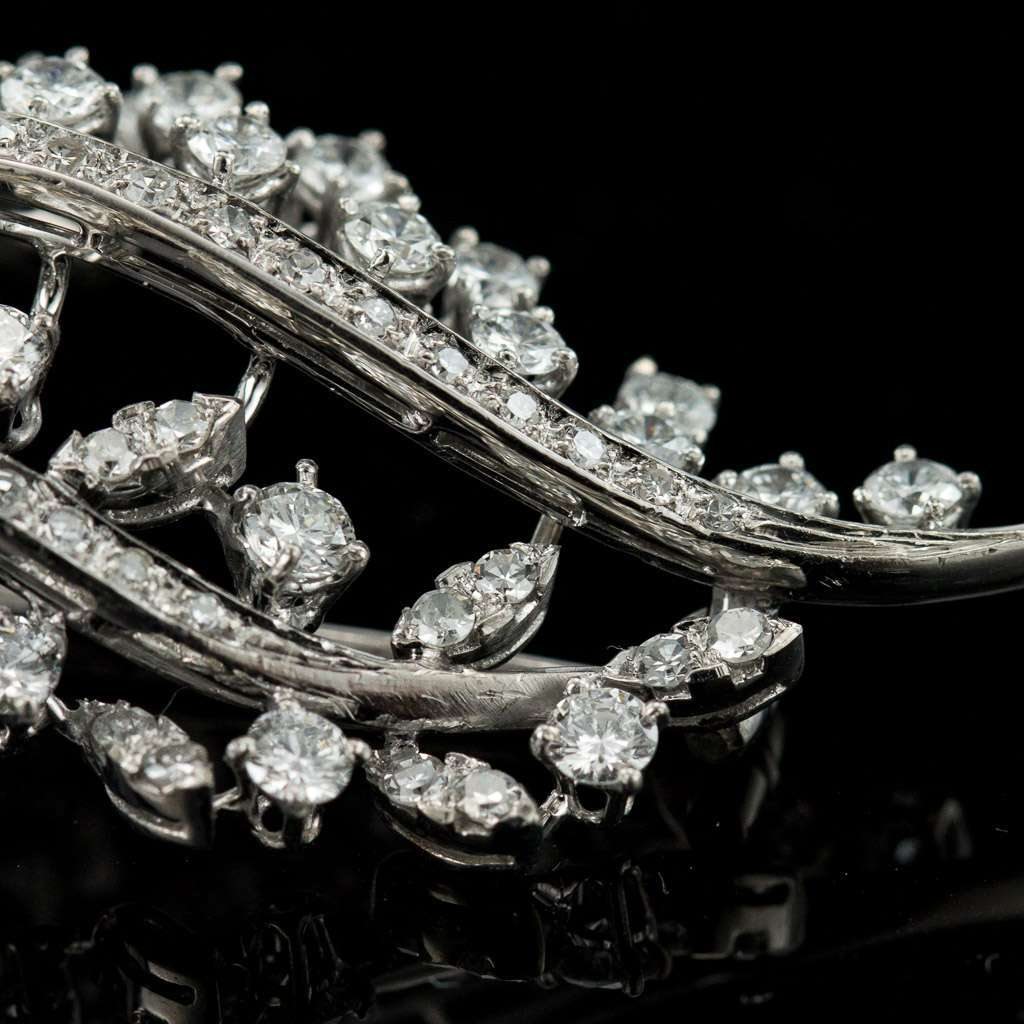 EXCEPTIONAL DIAMONDS & 18K WHITE GOLD PIN BROOCH