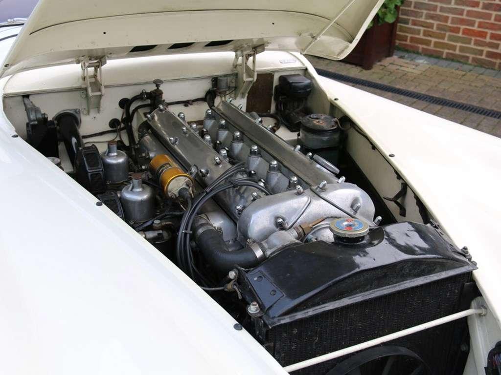 JAGUAR XK120 ROADSTER RHD
