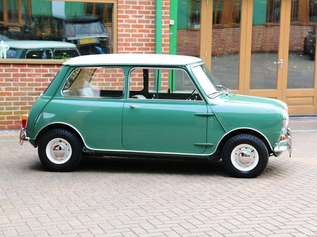 AUSTIN AND MORRIS MK 1 MINI COOPER