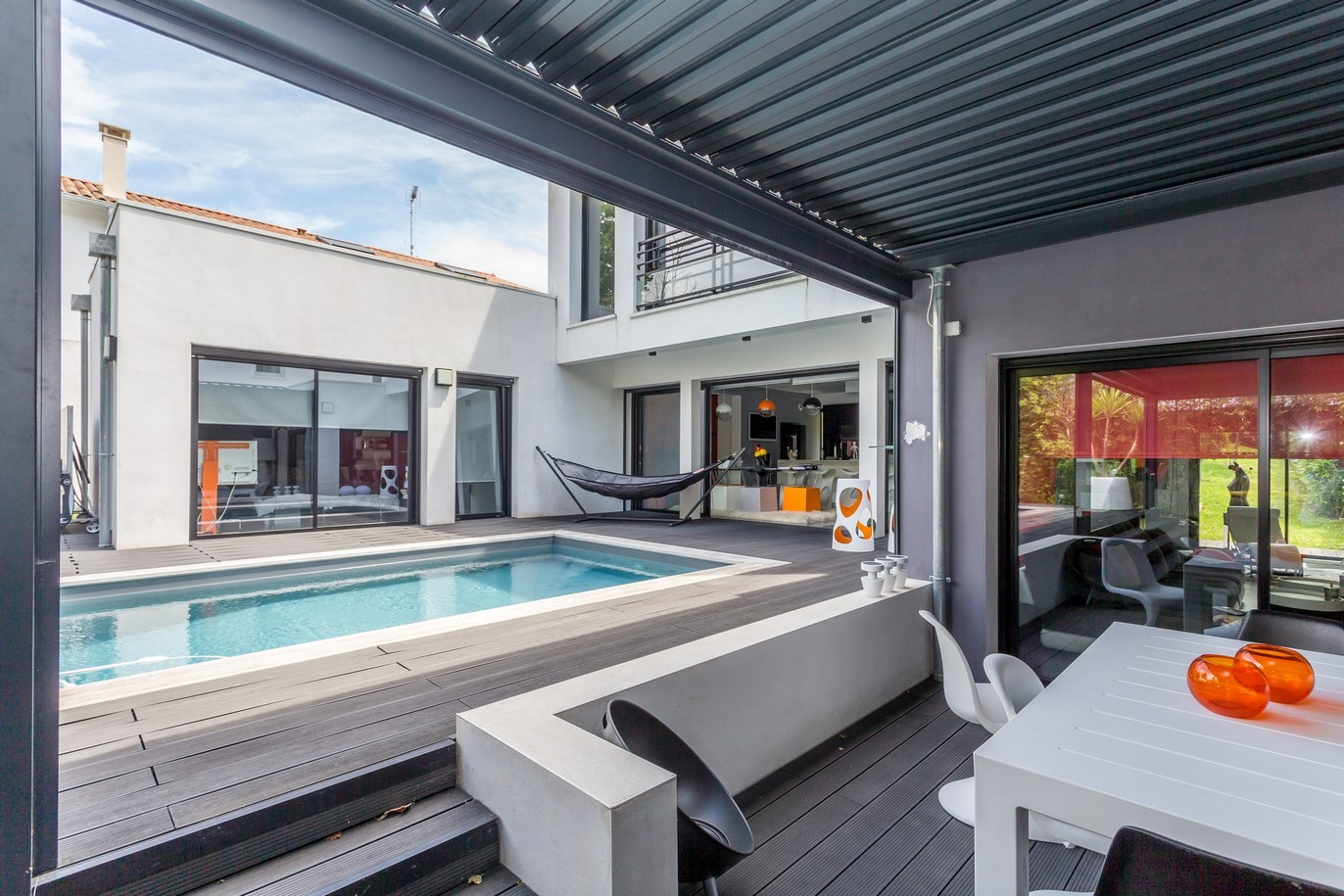ANGLET, CONTEMPORARY HOUSE WITH POOL
