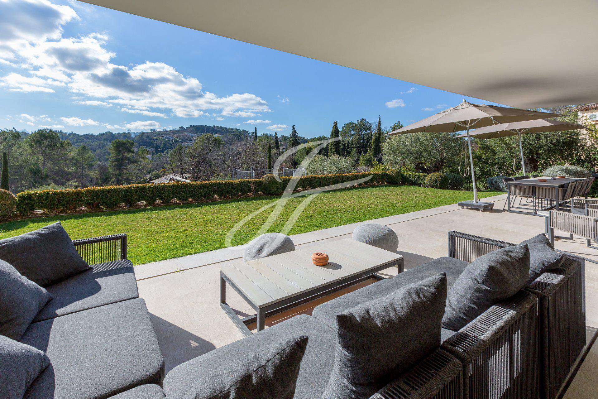 PROPERTY IN SEASONAL RENTAL VALBONNE