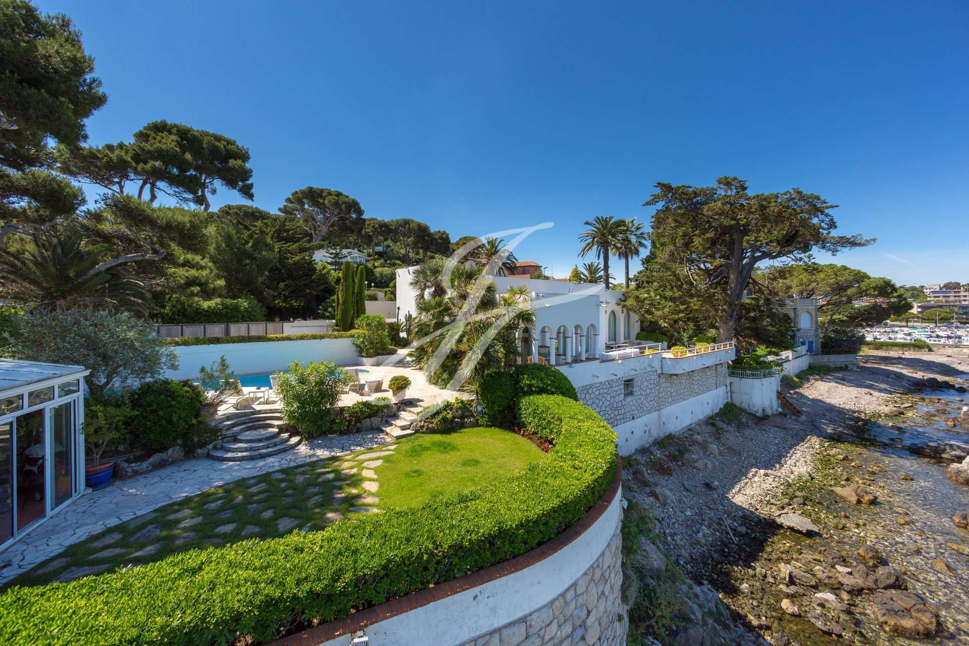 PROPERTY IN SEASONAL RENTAL CAP D'ANTIBES