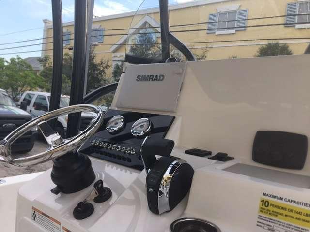 2018 Sea Pro 248 DLX Bay Series