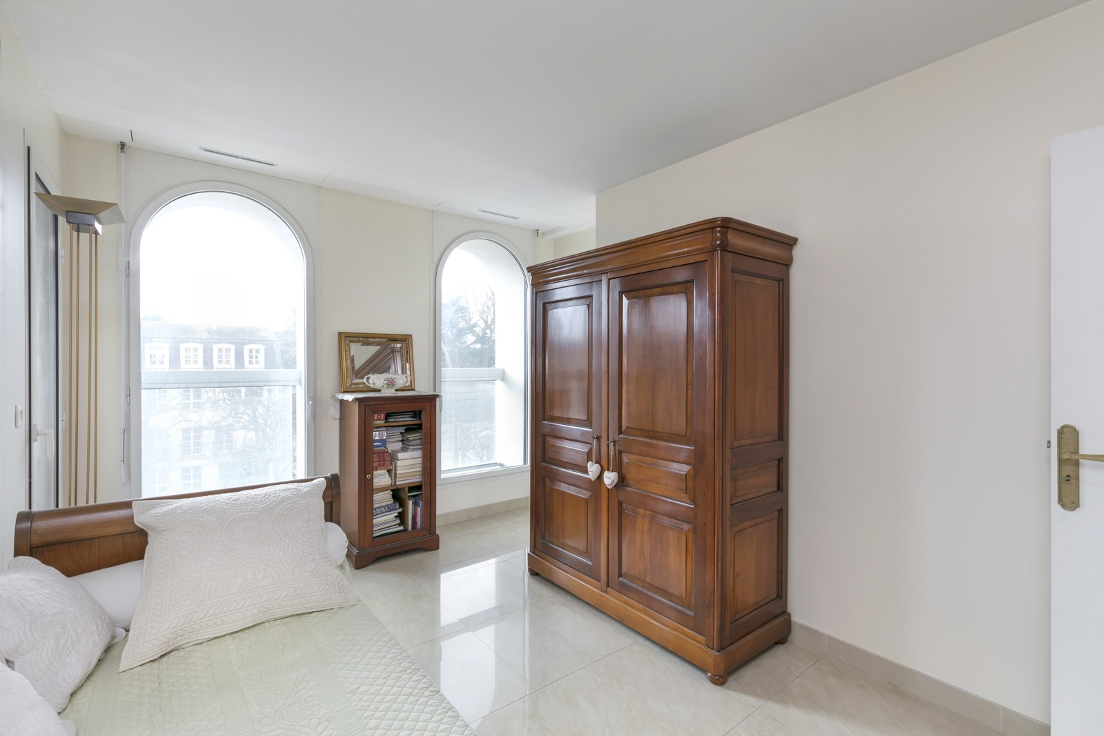 EXCLUSIVE LE CHESNAY NEAR VERSAILLES 1,173 SQ FT APARTMENT, 3-4 BEDROOMS, GOOD CONDITION