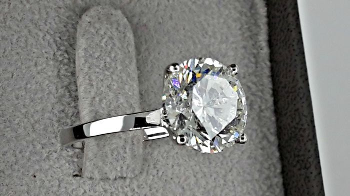 5.93 ctE/SI1 round diamond ring made of 18 kt white gold - size 7
