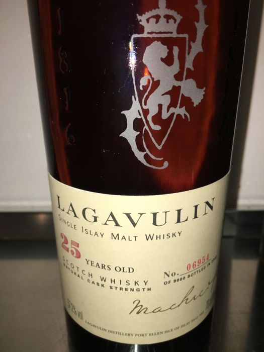 Lagavulin 25 years old - original bottling - bottled in 2002