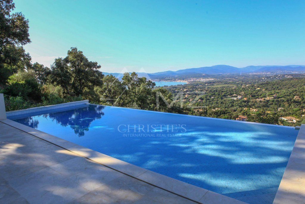 Between Saint-Tropez and Sainte-Maxime - Contemporary new villa