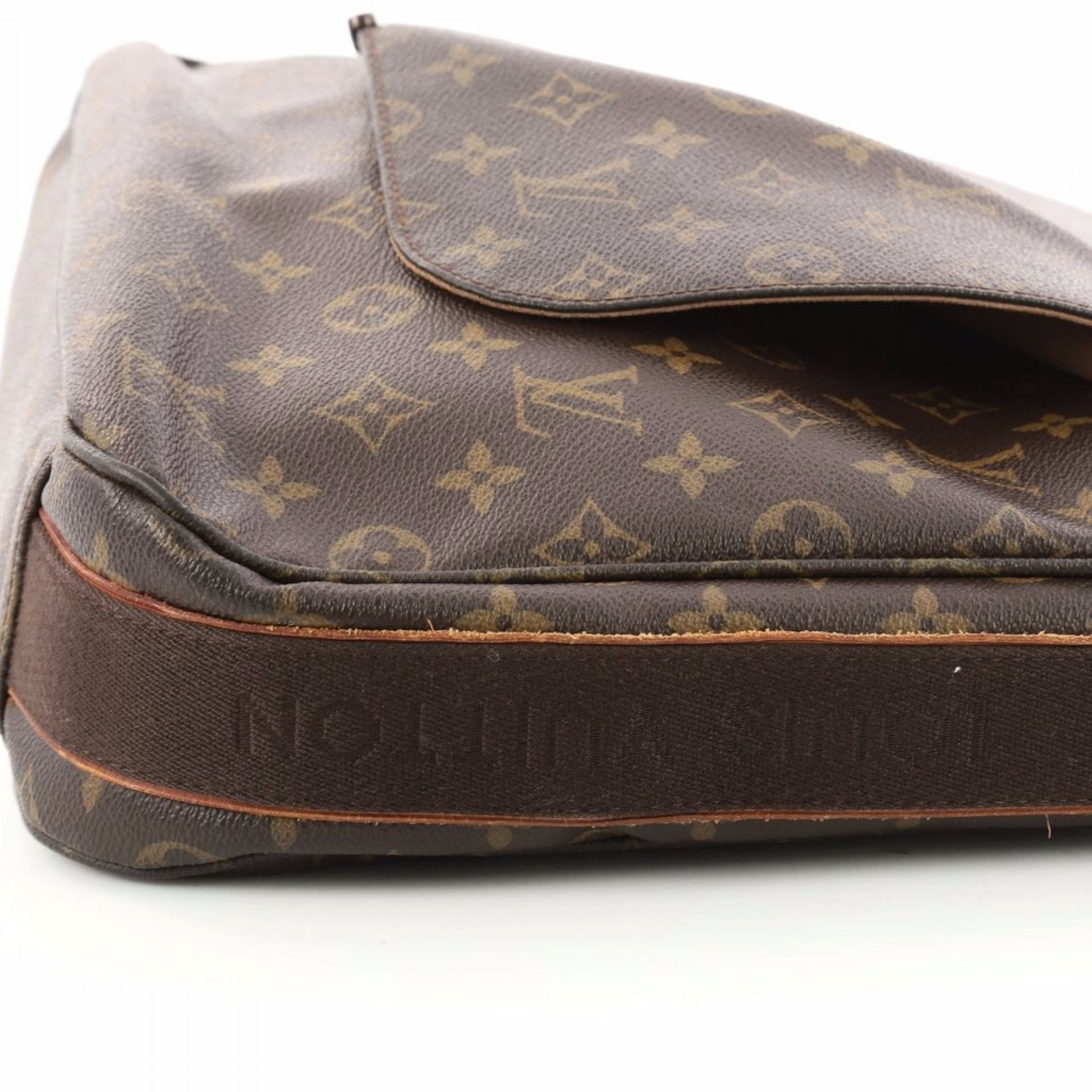 Louis Vuitton Beaubourg Messenger Bag Monogram Canvas GM