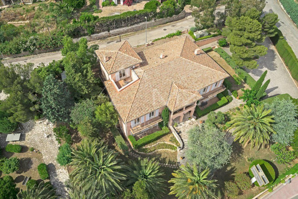 Close to Saint-Tropez - Waterfront property