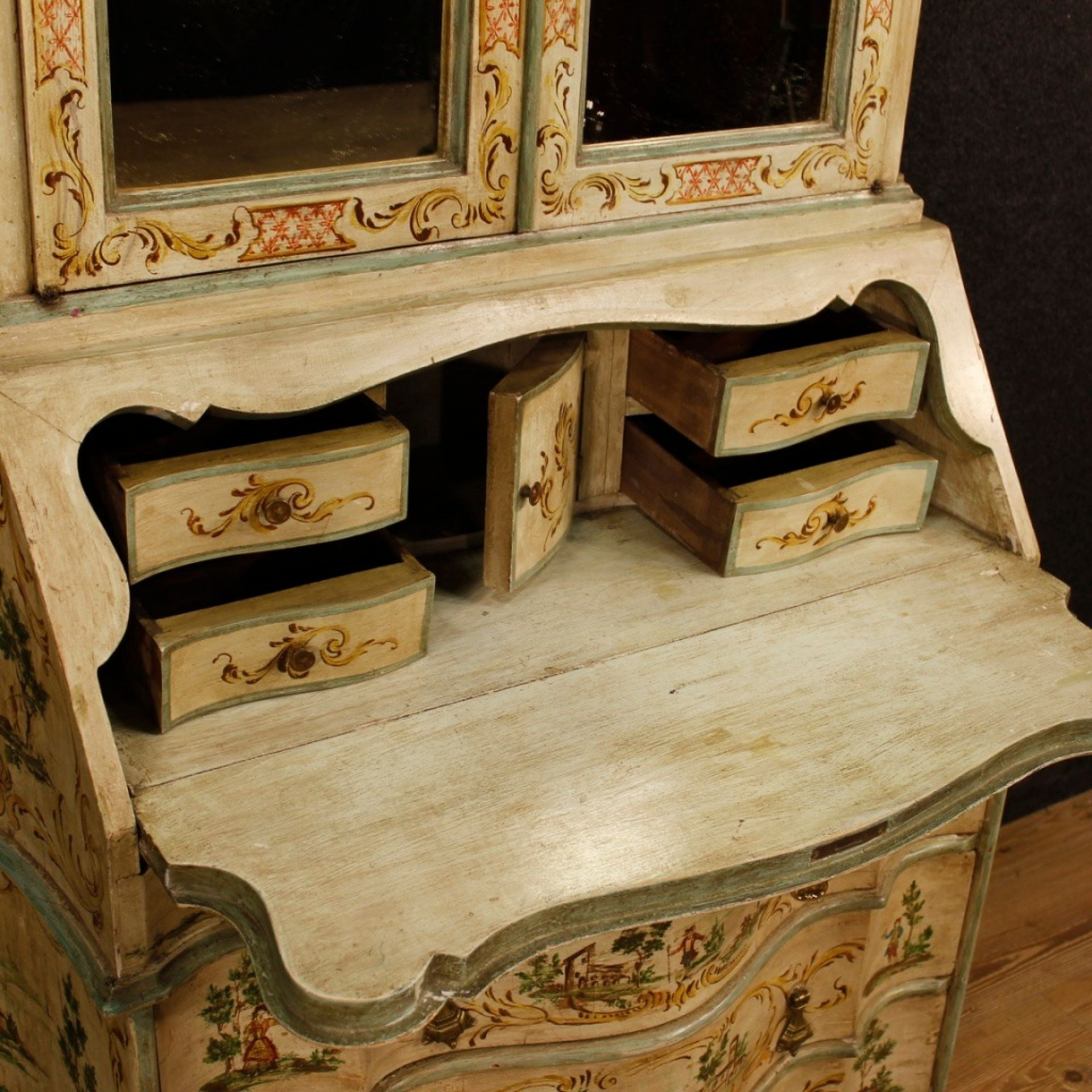 Venetian Trumeau In Lacquered And Painted Wood From 20th Century