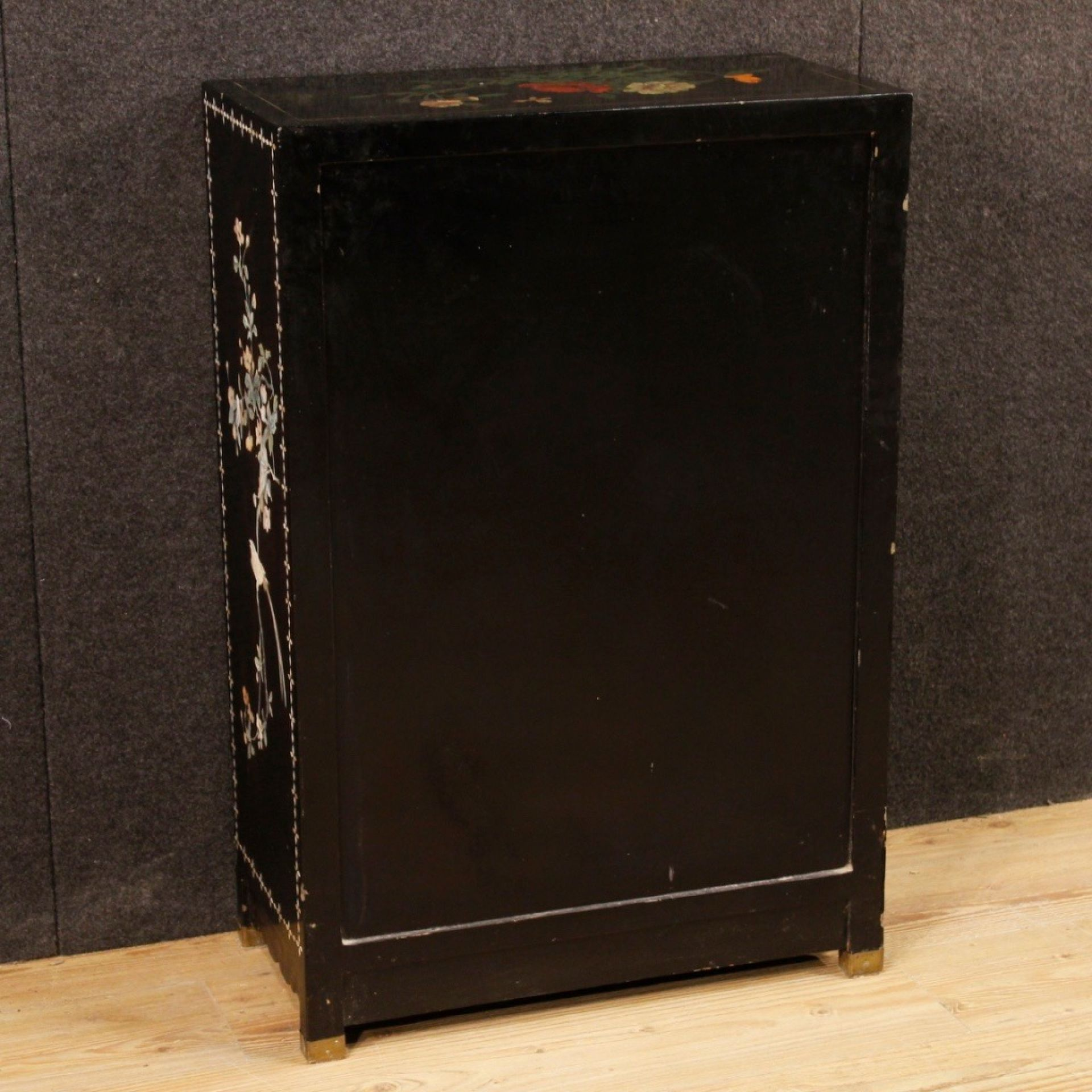Chinese Sideboard In Lacquered And Painted Wood From 20th Century