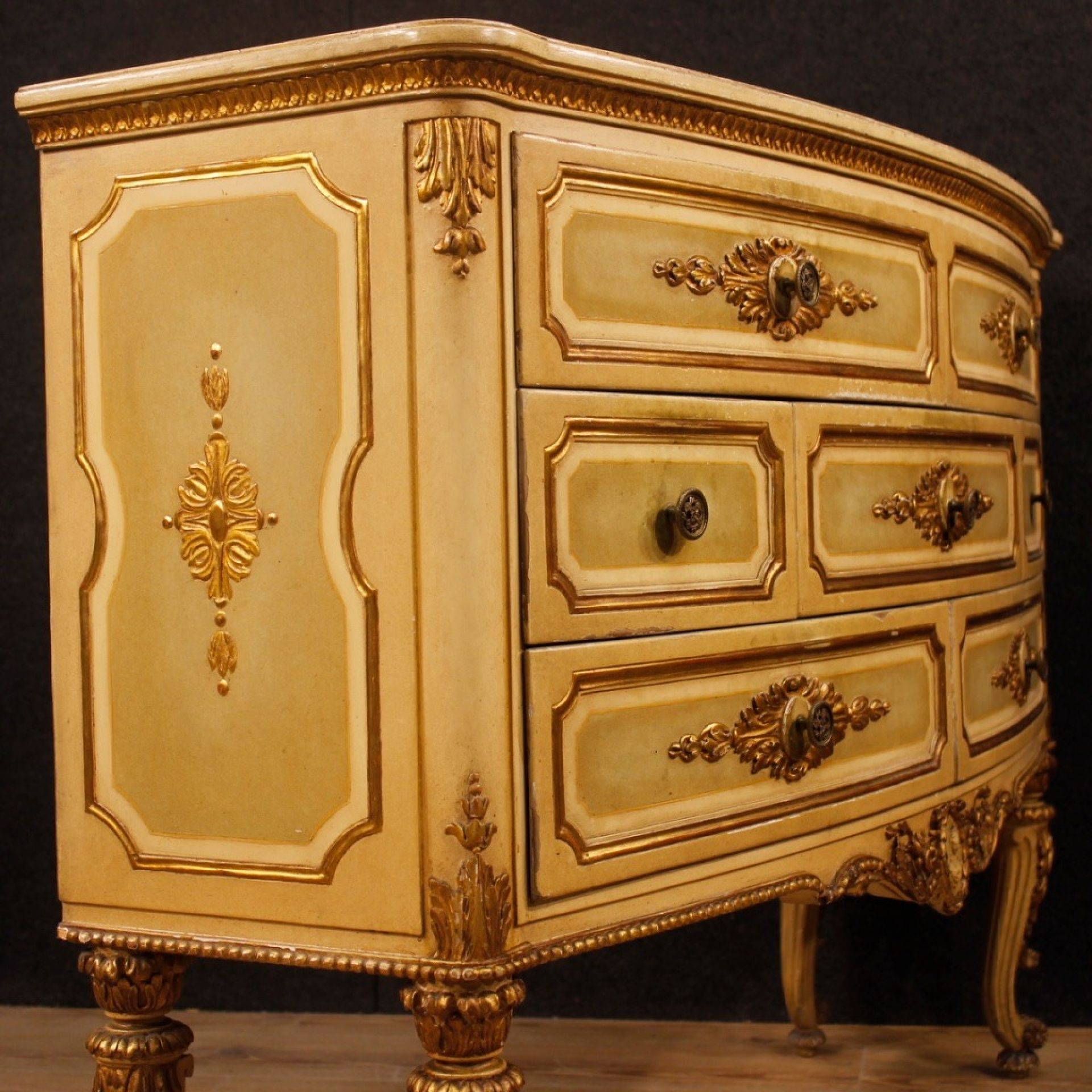 Italian Chest Of Drawers In Lacquered And Gilt Wood From 20th Century