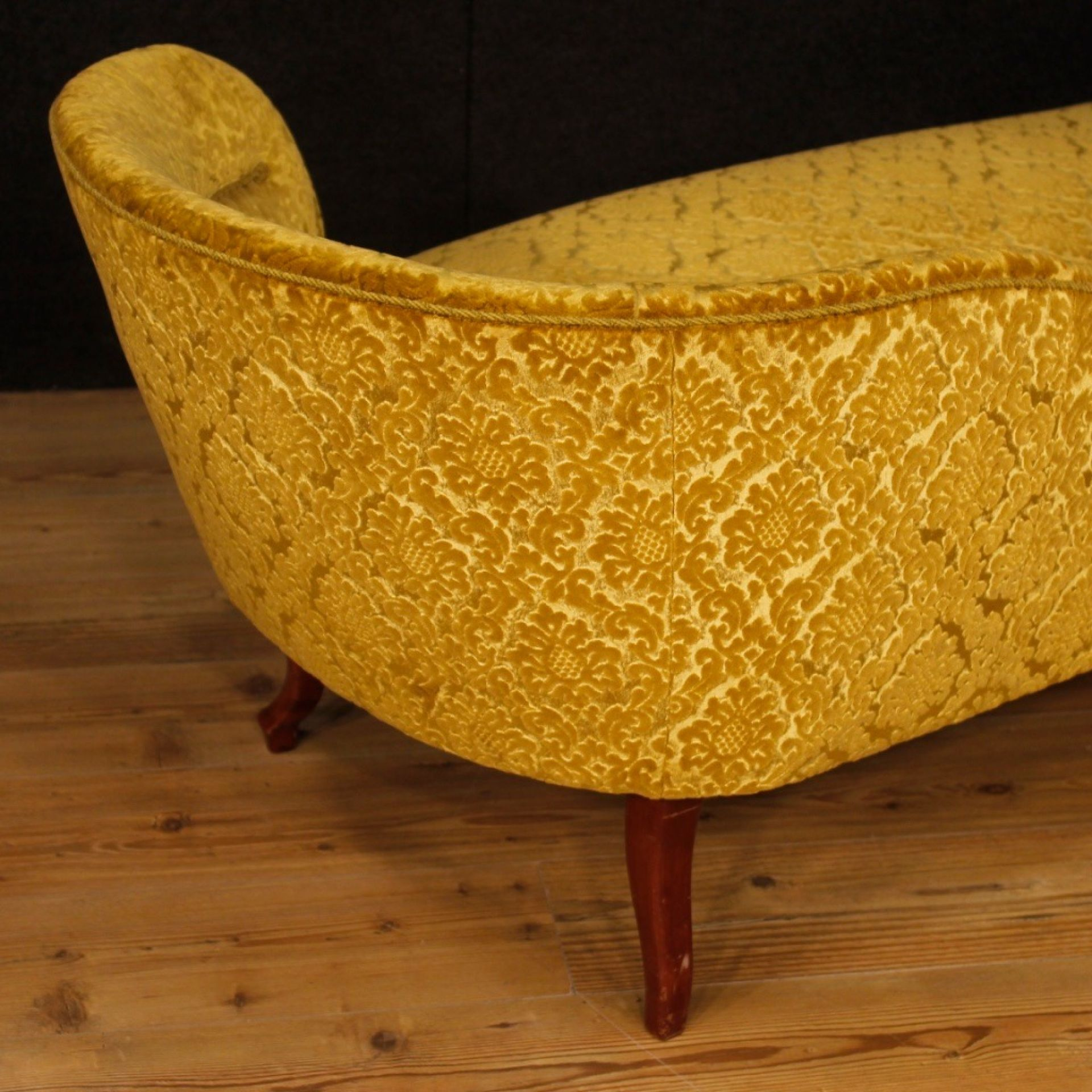 French Chaise Longue In Yellow Damask Velvet From 20th Century