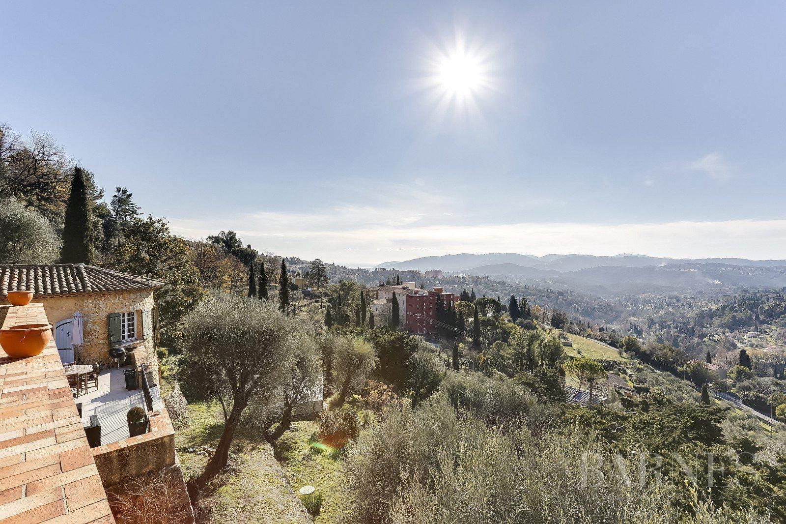 GRASSE - PROVENCAL STONE FARMHOUSE DATING FROM THE 18TH CENTURY - PANORAMIC VIEW