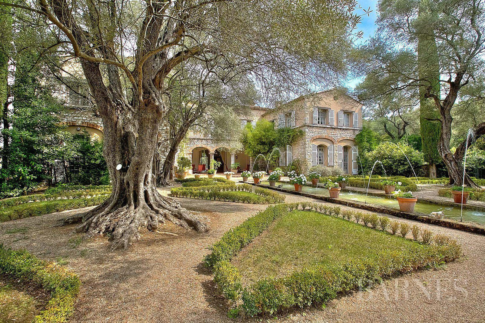 ANTIBES - FAMILY PROPERTY - 12 BEDROOMS - POOL - ANNEXES