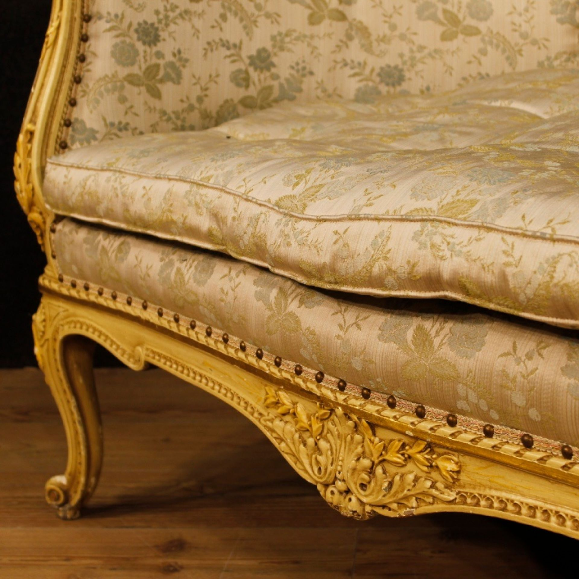Italian Corbeille Sofa In Lacquered Wood With Floral Fabric From 20th Century