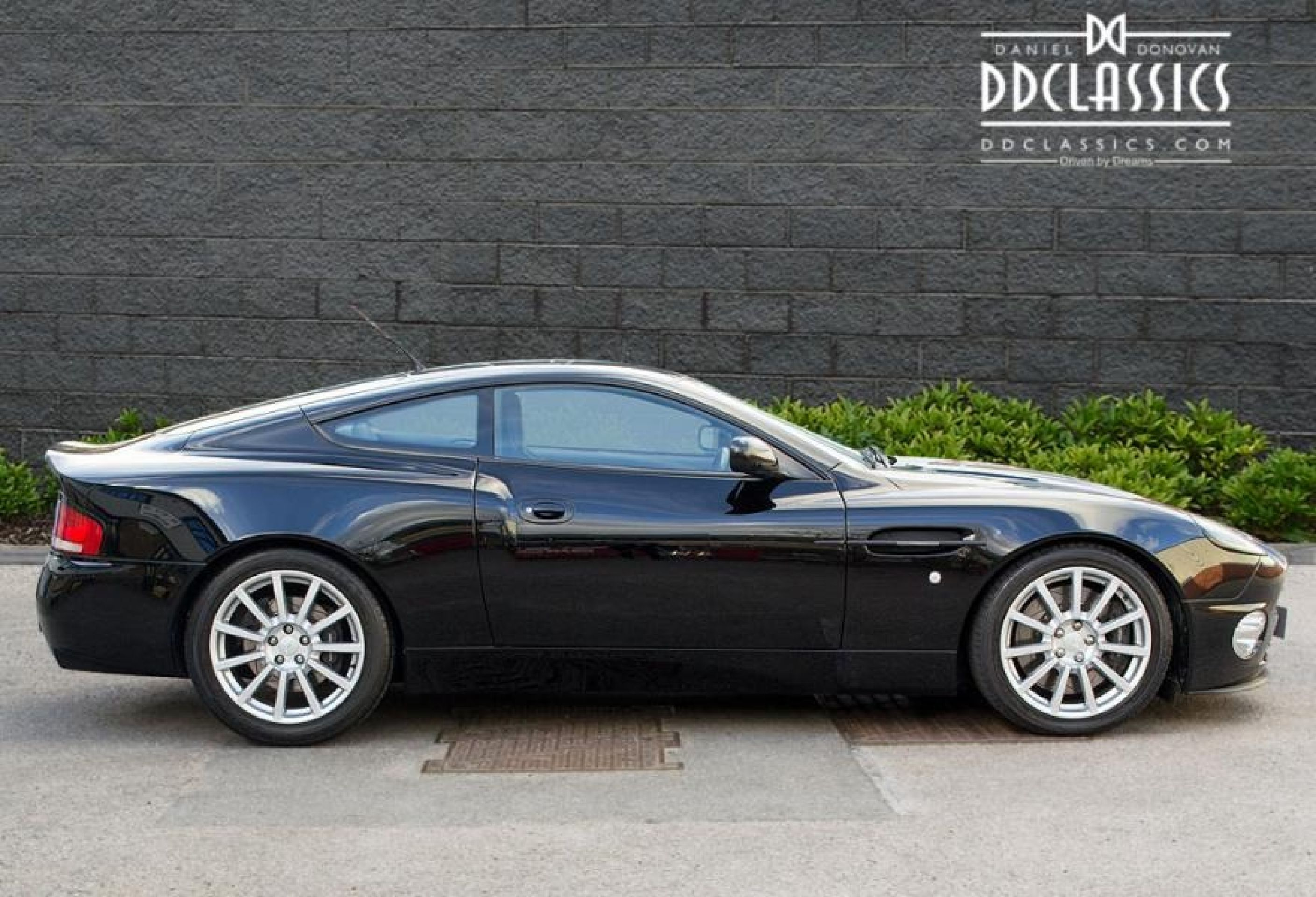 ASTON MARTIN VANQUISH S ULTIMATE EDITION (RHD)