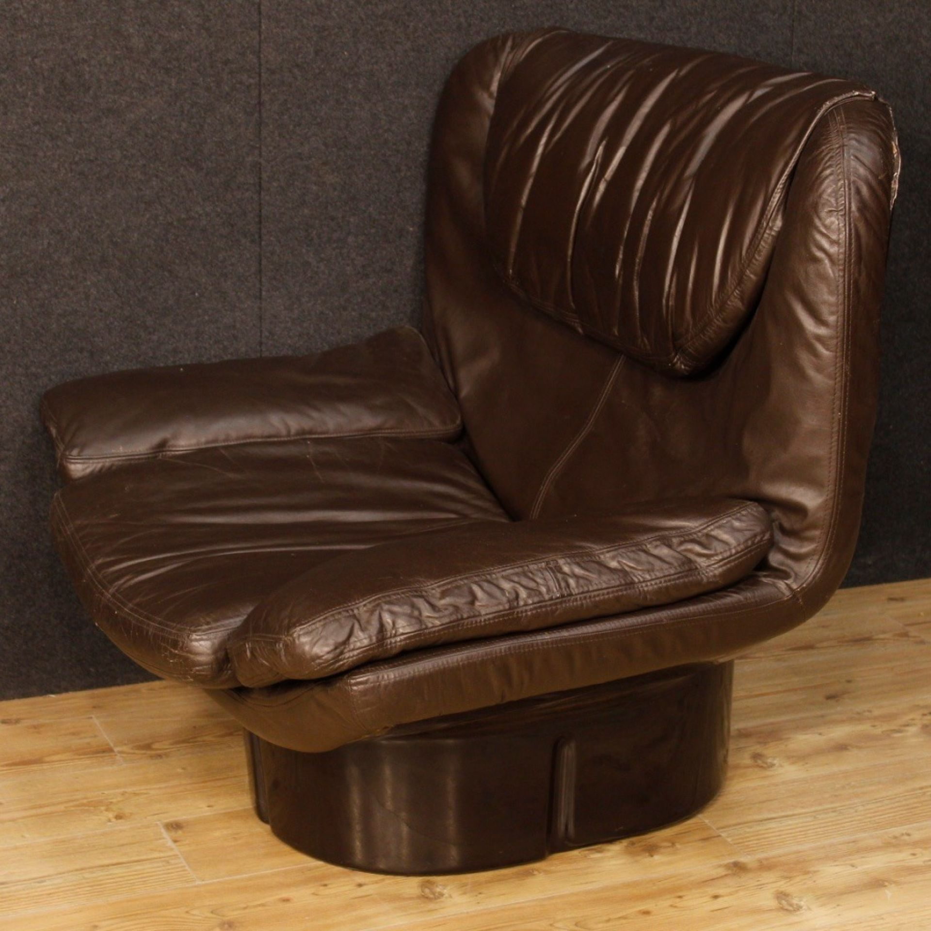 20th Century Brown Leather and Plastic Italian Joe Colombo Style Armchair, 1970