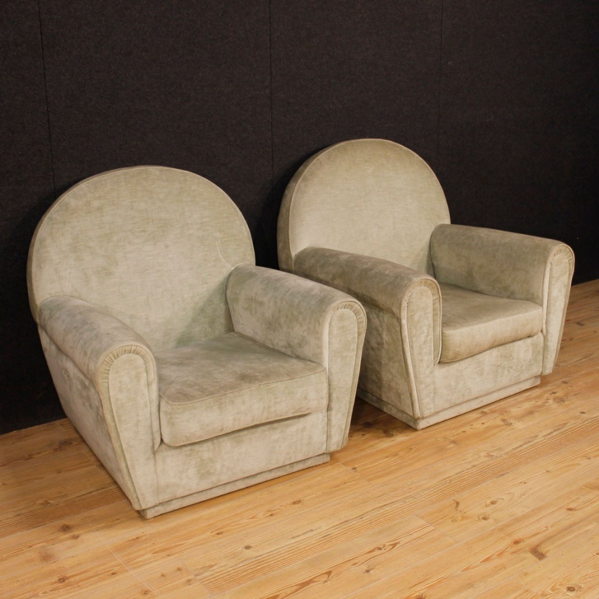 20th Century Velvet Italian In Frau Style Pair Of Italian Armchairs, 1970