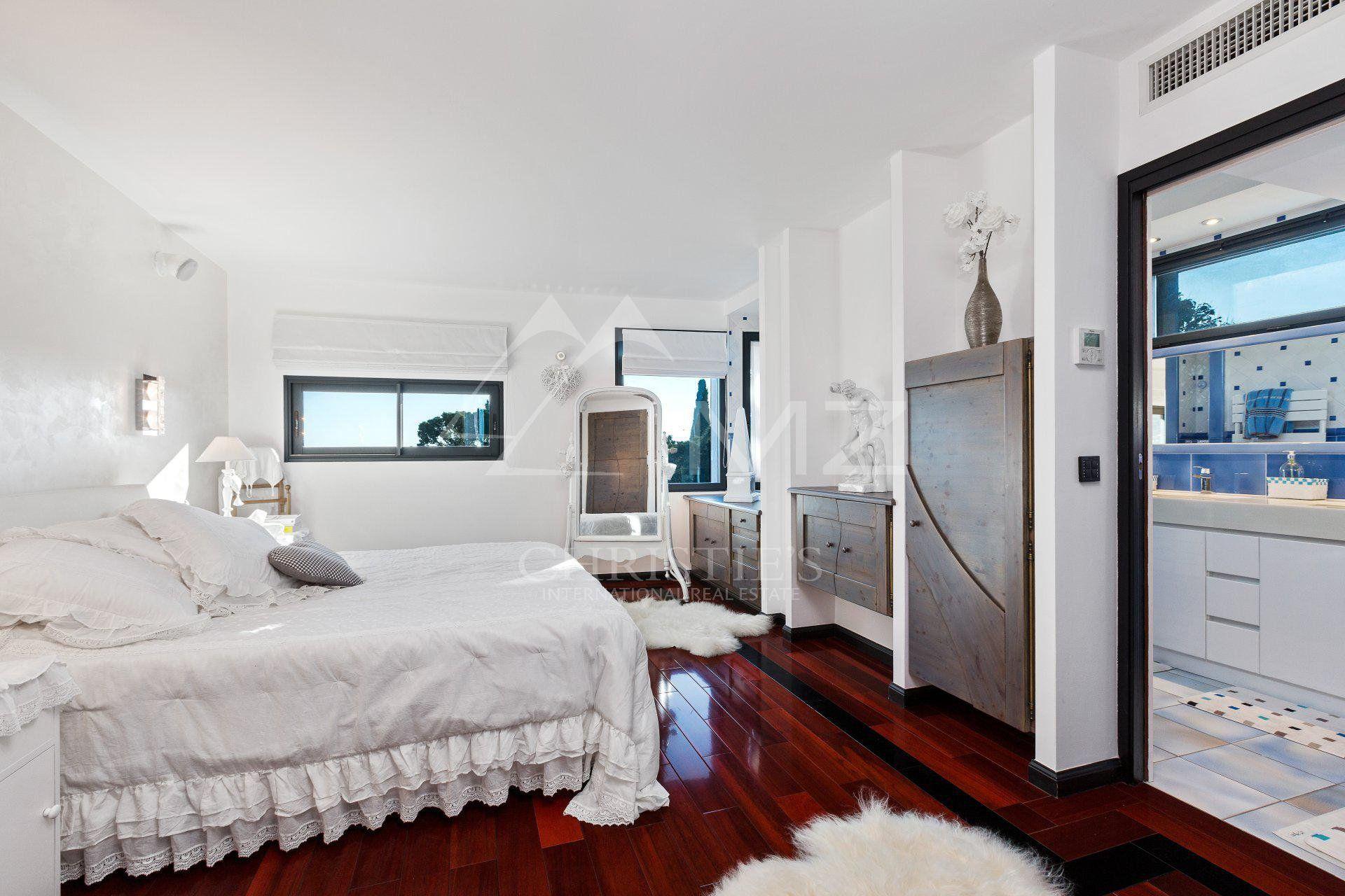 Proche Cannes - villa d'architecte neuve