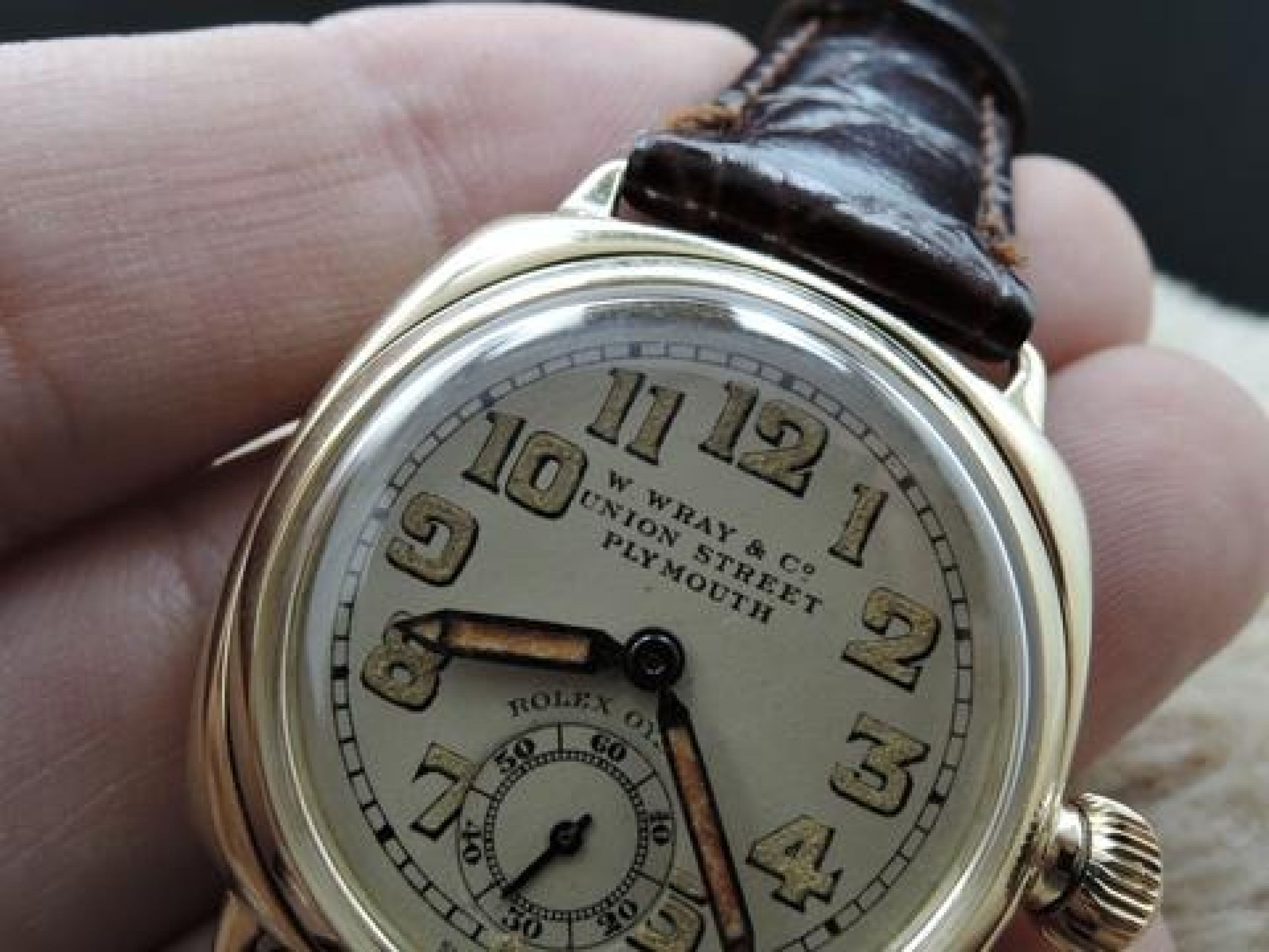 1937 ROLEX OYSTER 9K YELLOW GOLD CUSHION CASE WITH YELLOWISH ARABIC DIAL