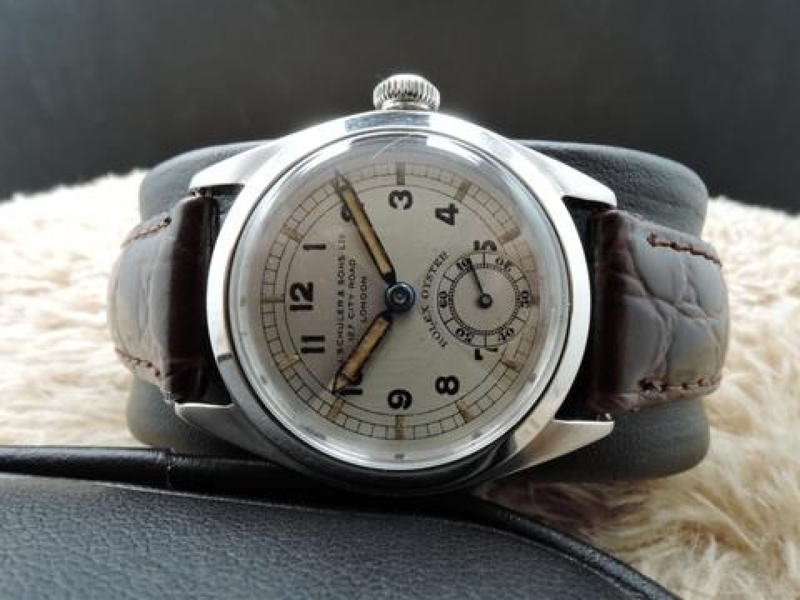 1942 ROLEX 4220 OYSTER WITH ART DECO QUARTERED TWO-TONE DIAL