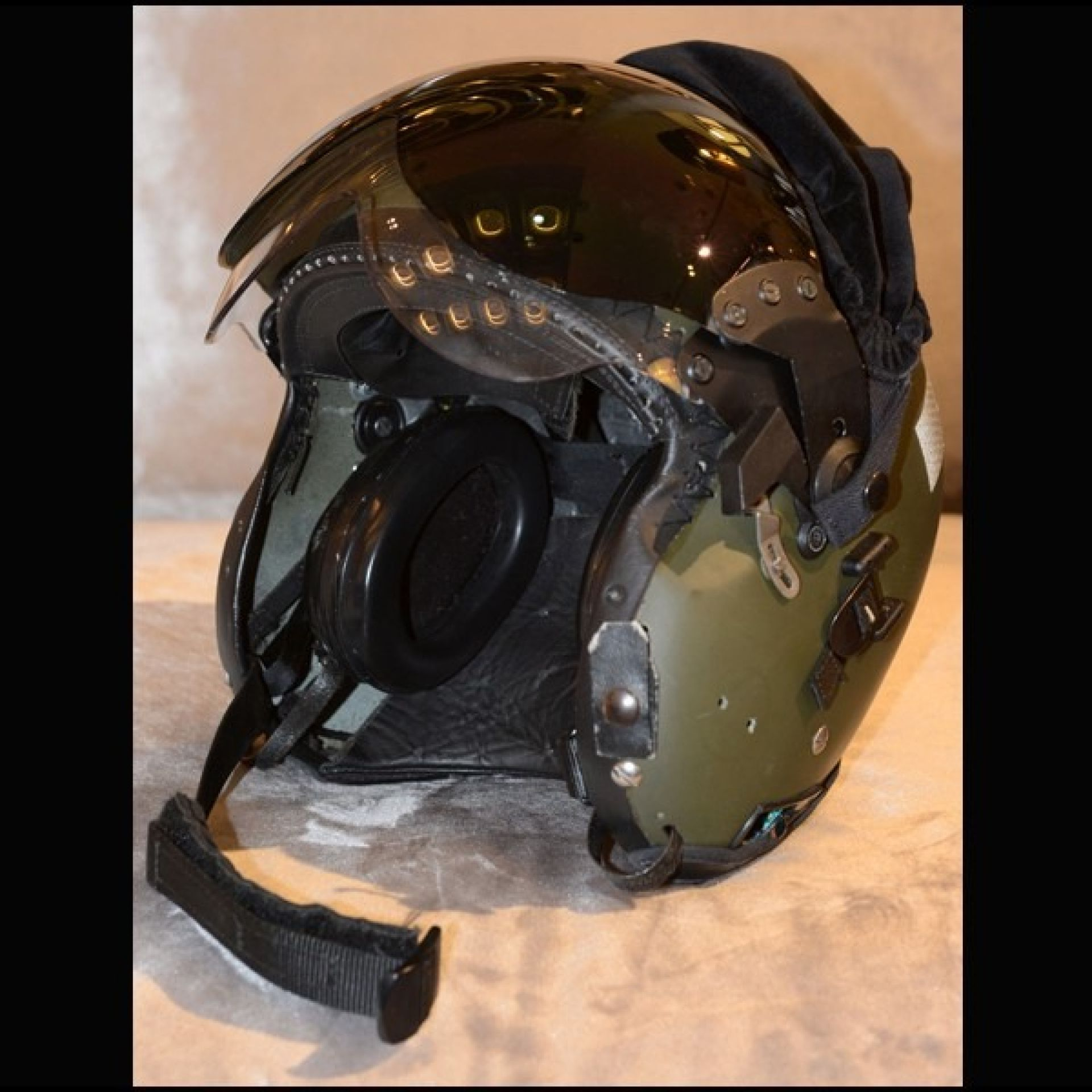 ROYAL AIR FORCE FIGHTER PLANE PILOT HELMET 1960 SINGLE PIECE PC-ROYAL AIR FORCE