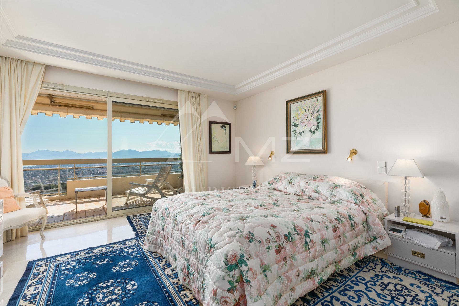 Close to Cannes - On the heights - Splendid sea view apartment