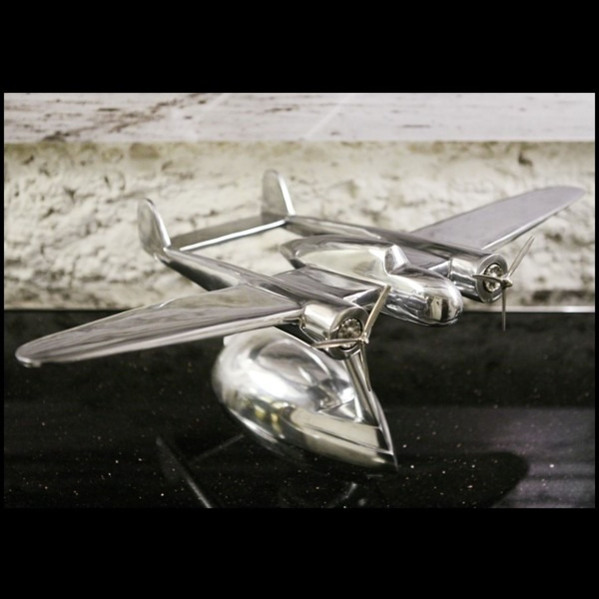 AIRCRAFT MODEL WITH POLISHED ALUMINUM STRUCTURE 24-DIXIE AIRCRAFT