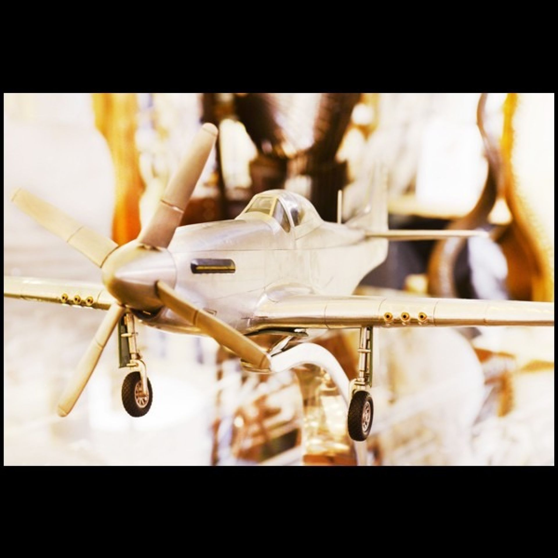 AIRPLANE MODEL WITH POLISHED SILVER ALUMINUM FOIL 113-MUSTANG P51