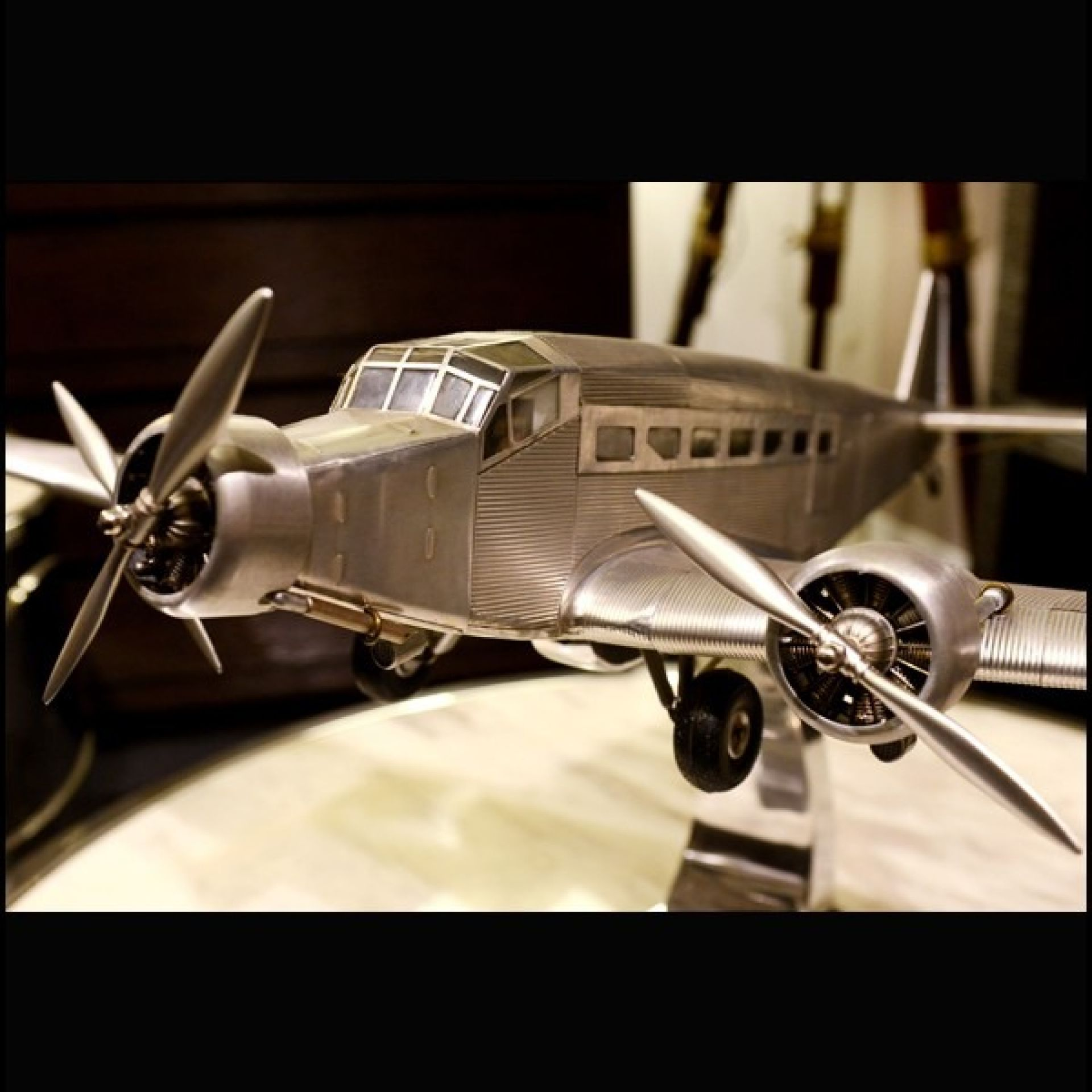 JUNKER MODEL JU52 MODEL MODEL MADE BY HAND IN ALUMINUM FOIL 113-JU52