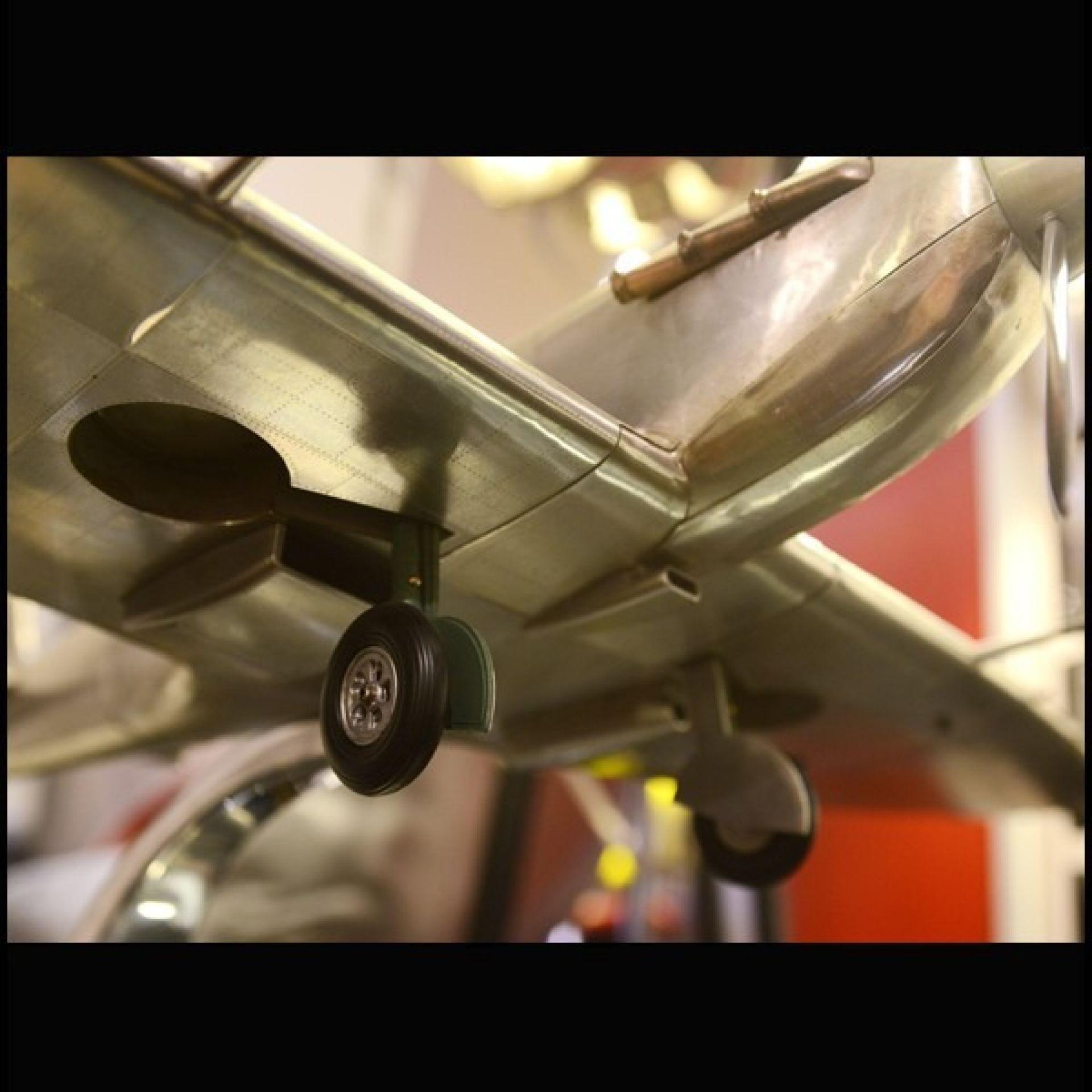 SPITFIRE MODEL AIRCRAFT MODEL HANDCRAFTED 133-SPITFIRE ALUMINUM FOIL