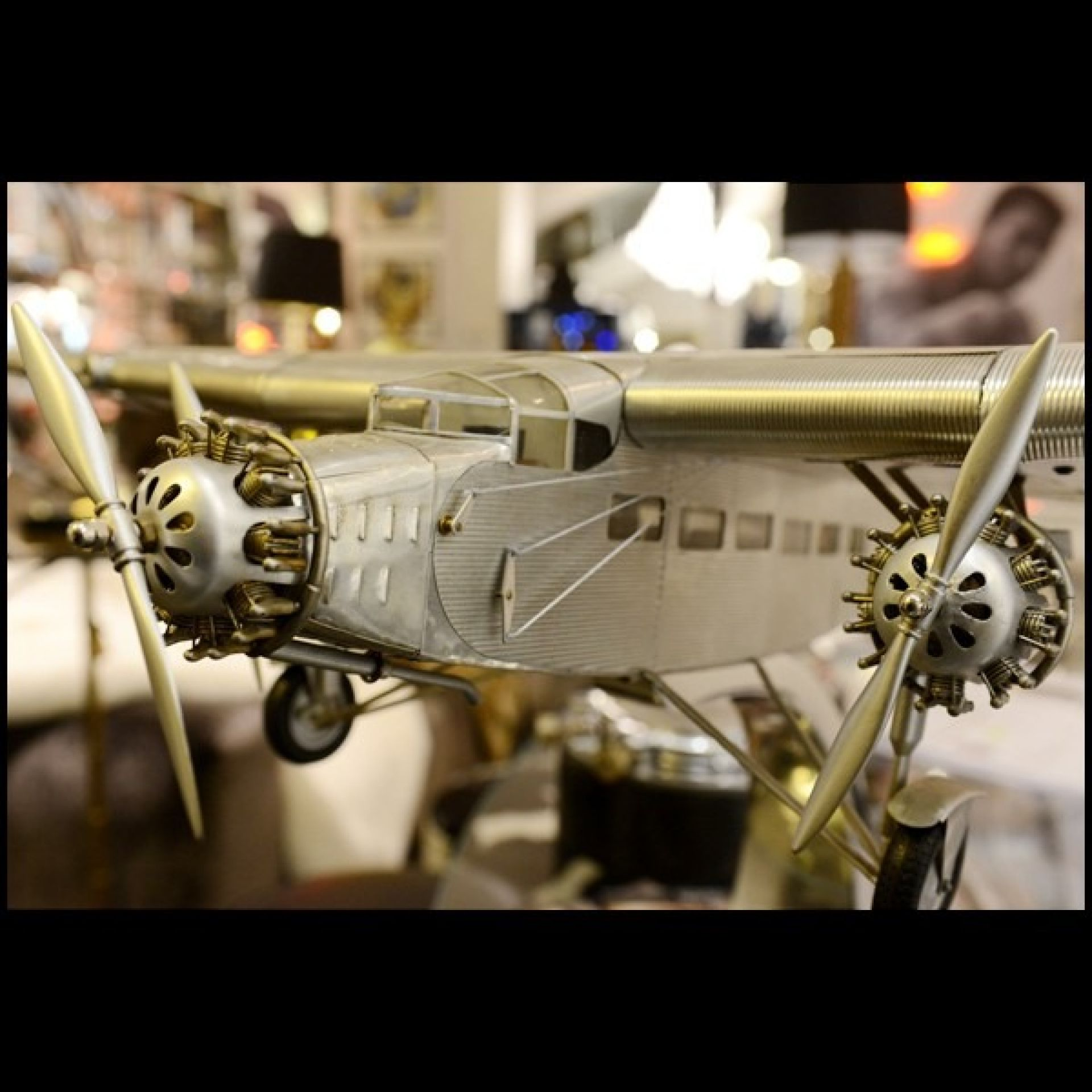 AIRCRAFT MODEL TRIMOTOR FORD HANDCRAFTED ALUMINUM 113-FORD TRIMOTOR