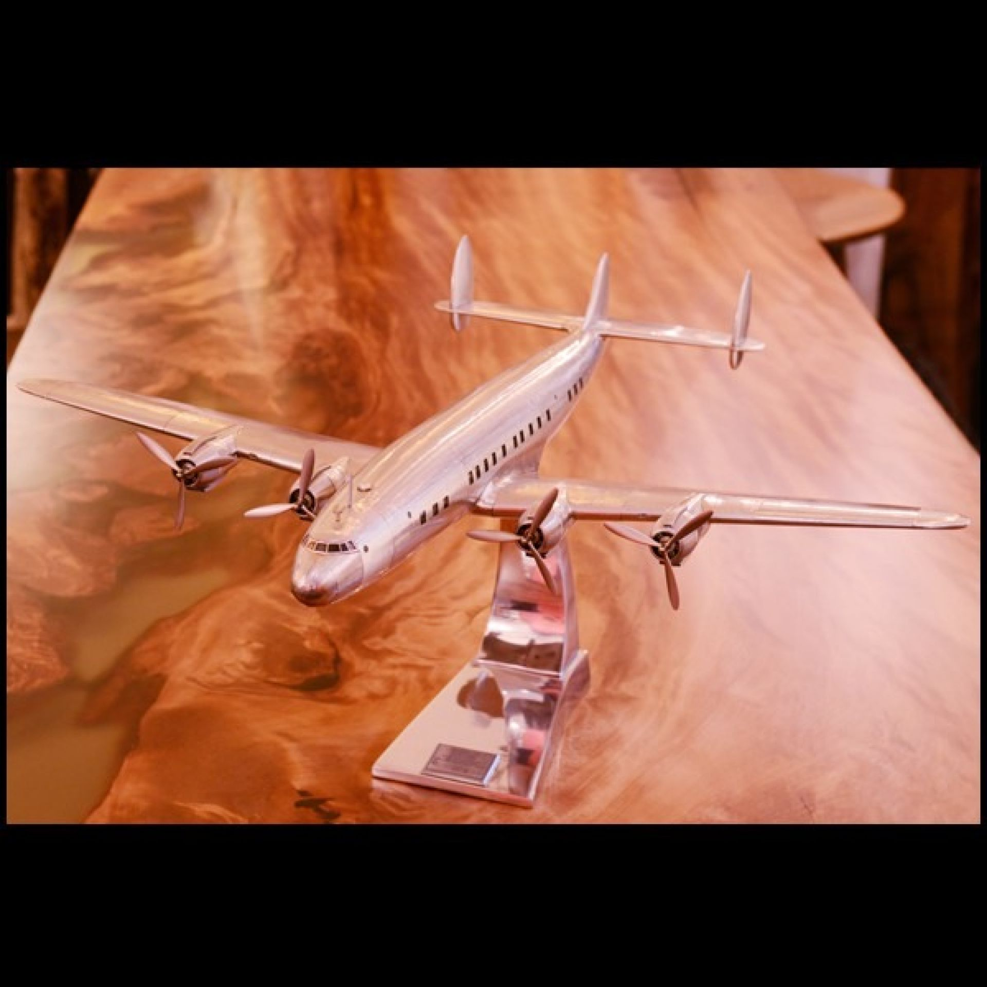 AIRPLANE MODEL MADE BY HAND WITH LIGHTWEIGHT ALUMINUM FOIL FRAME