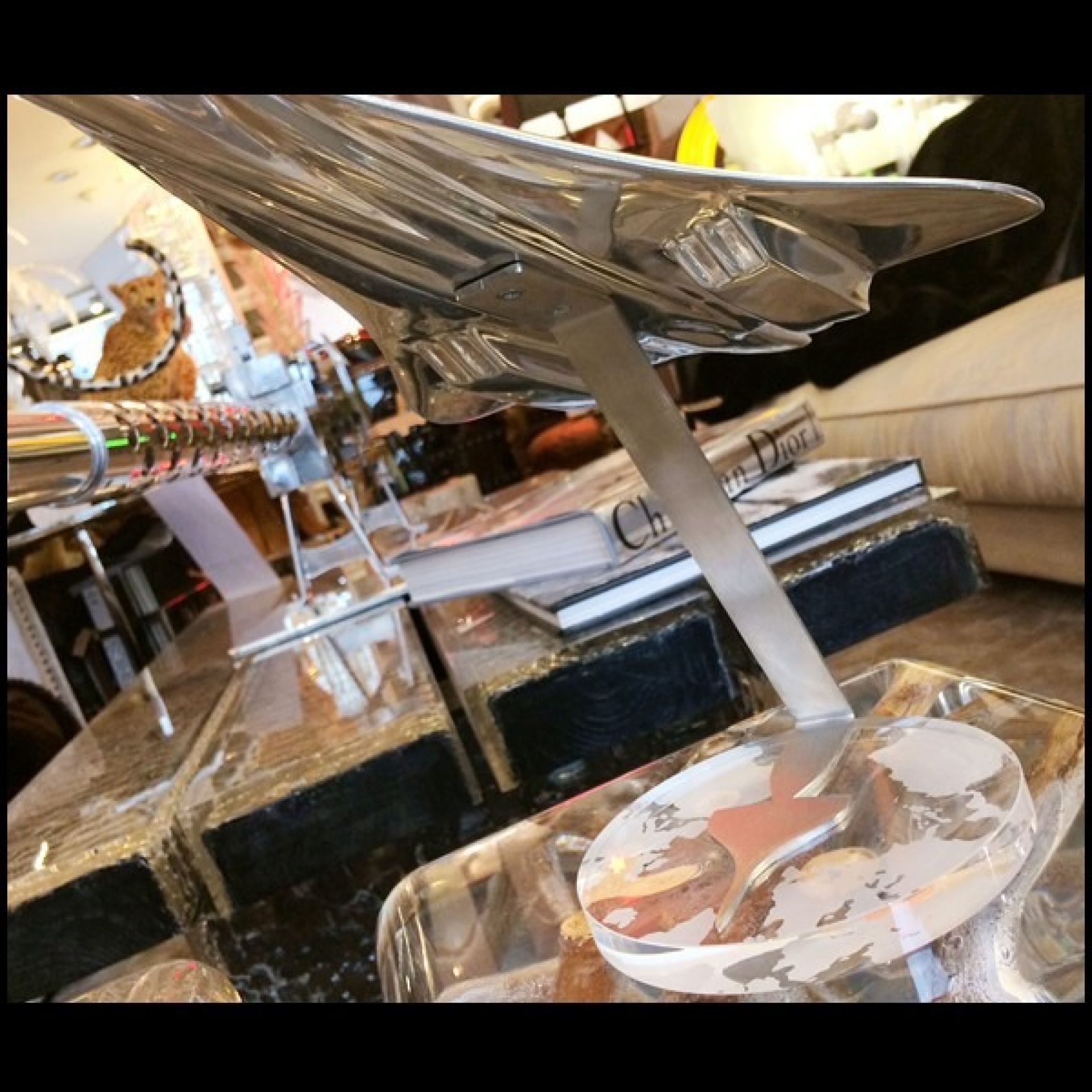 1: 100 SCALE MODEL MADE OF ALUMINUM PLACED ON A PC-CONCORDE CRYSTAL BASE