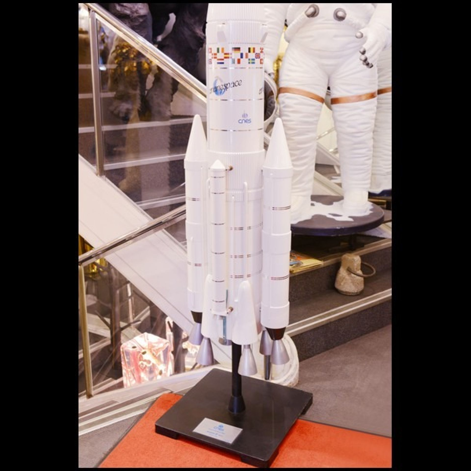 MODEL ARIANE IV 44LP RESIN ROCKET PC-ARIANE IV