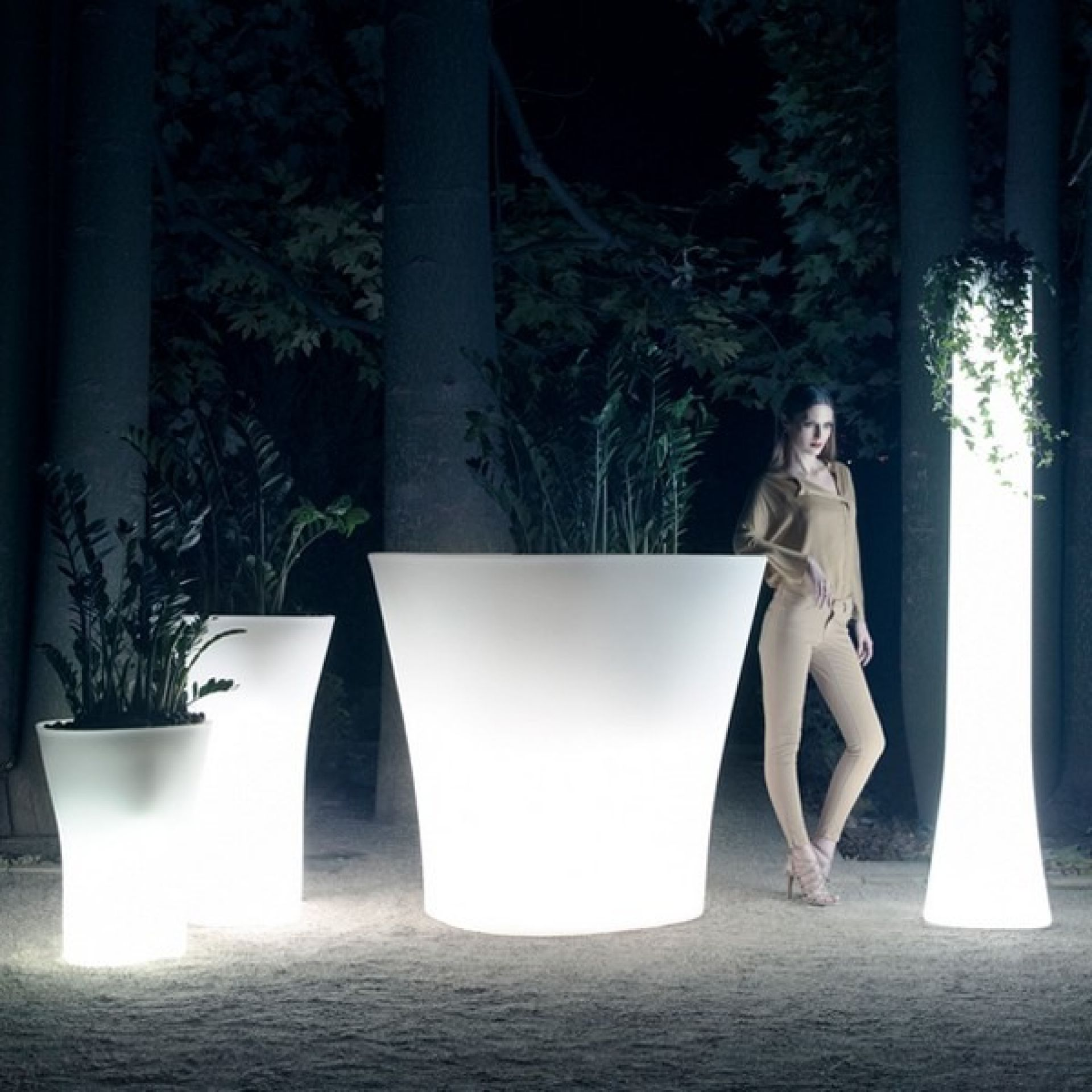 LUMINOUS VASES IN WHITE LLDPE RESIN, UVI RESISTANT, DESIGN BY LUDOVICA & ROBERTO