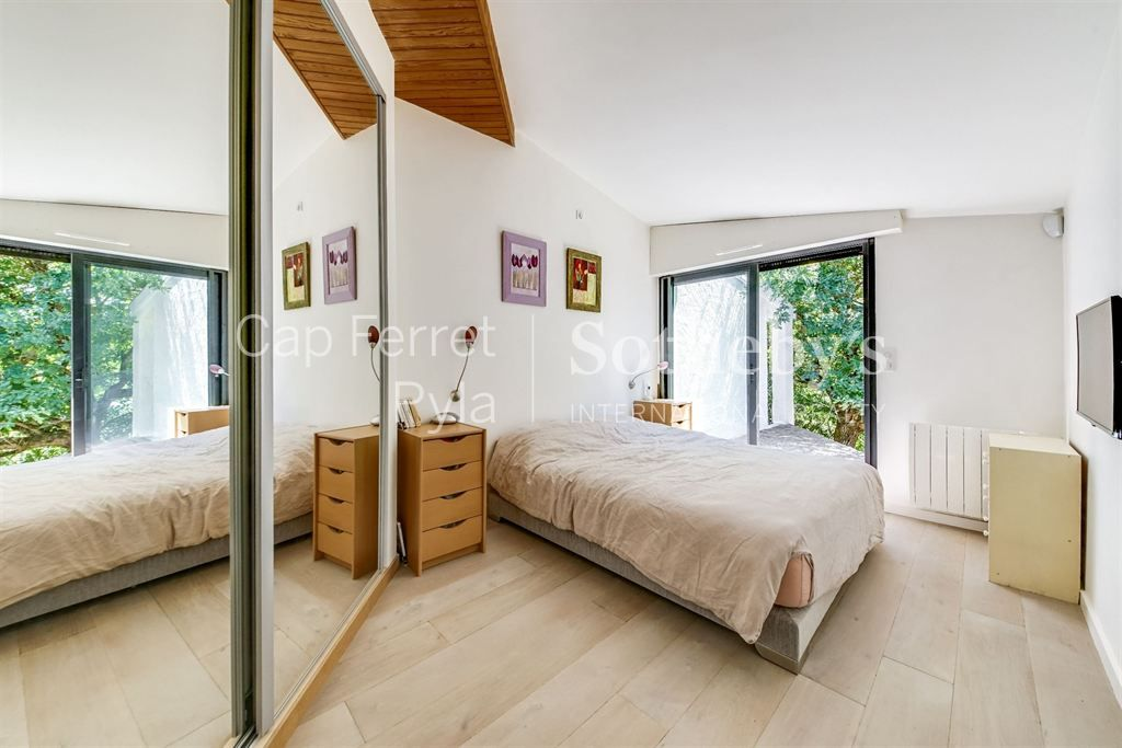 FULLY RENOVATED VILLA ONLY 5 MINUTE FROM THE PEREIRE BEACH