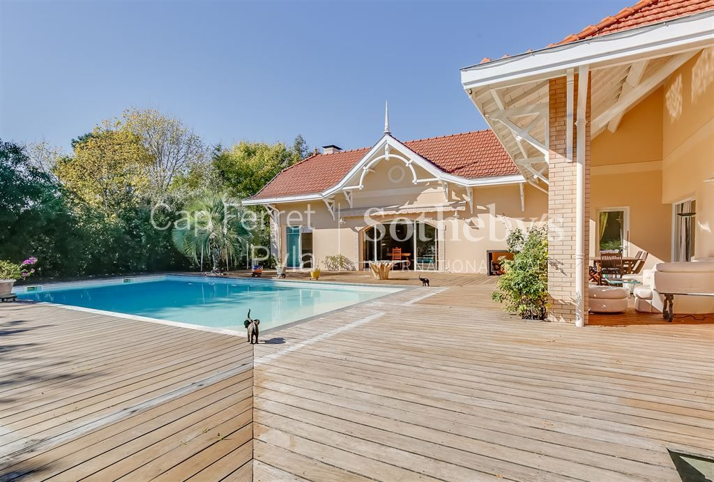 ARCACHON - BEAUTIFUL CONTEMPORARY VILLA WITH SEA VIEW