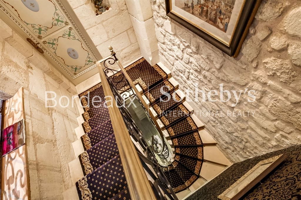 BORDEAUX - GOLDEN TRIANGLE - ULTRA LUXURY APARTMENT NEXT TO THE GRAND THEATER
