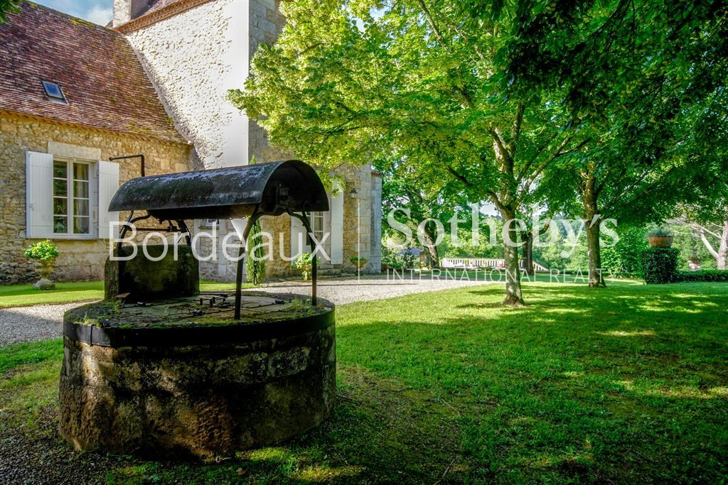 DORDOGNE - 15MN BERGERAC - FINE PERIGORD CHARTREUSE WITH OUTBUILDINGS - 20 HECTARES - 8 BEDROOMS
