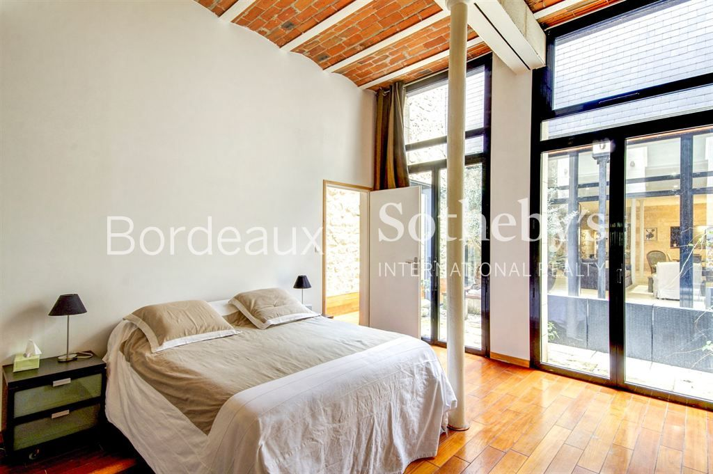 BORDEAUX DOWTOWN - CHARTRONS - PRIVATE MANSION - 4 BEDROOMS - 350sq.m - PARKING