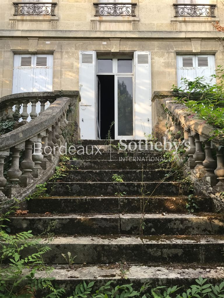 BORDEAUX - SAINT MÉDARD – sophisticated private mansion – well located - Parc Bordelais, schools, sh