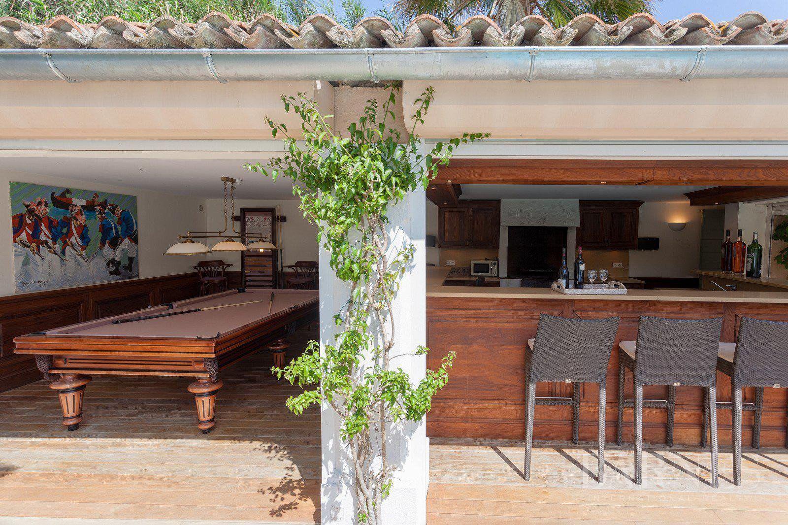 SAINT-TROPEZ - Charming villa with pool on the beach