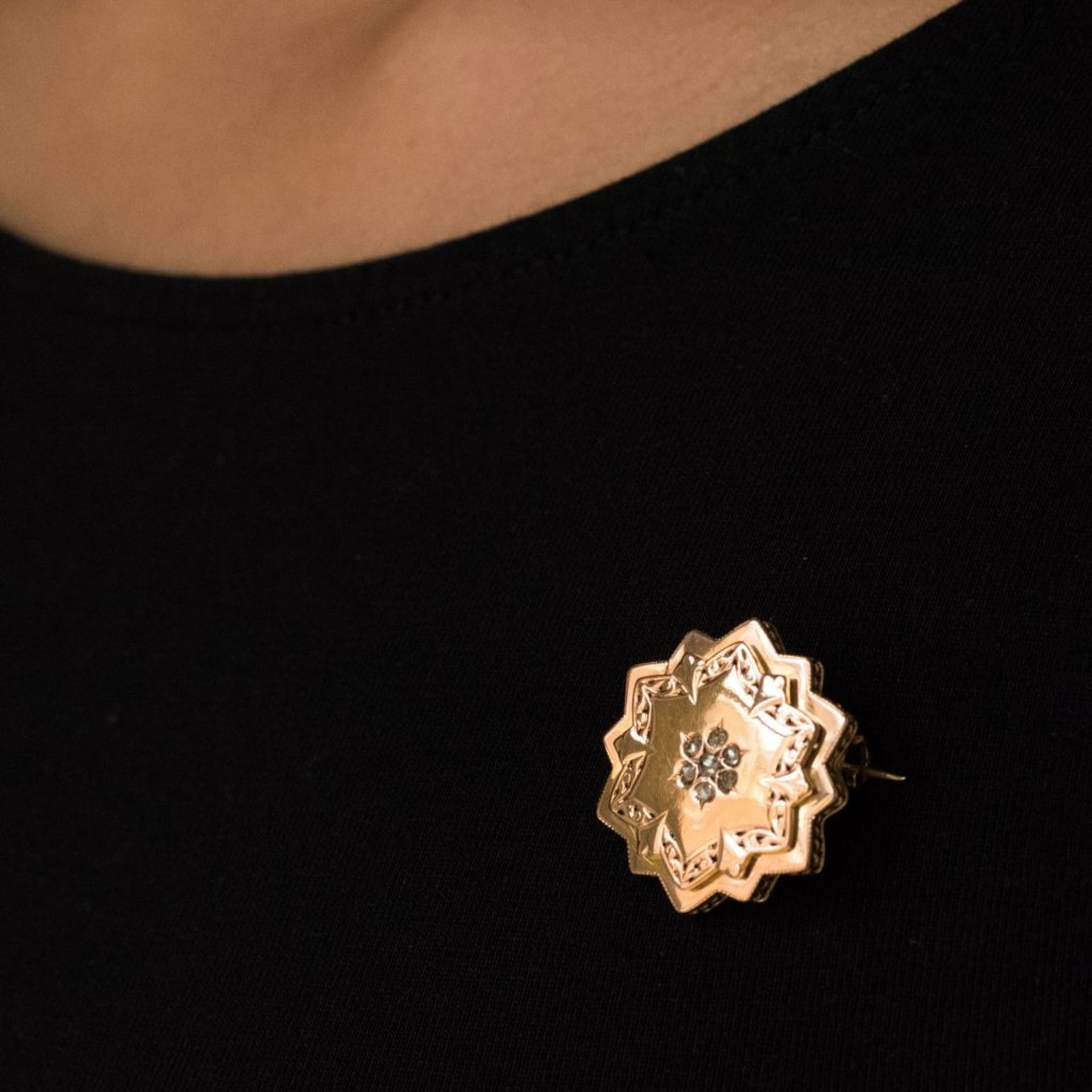 Old rose gold and diamonds brooch